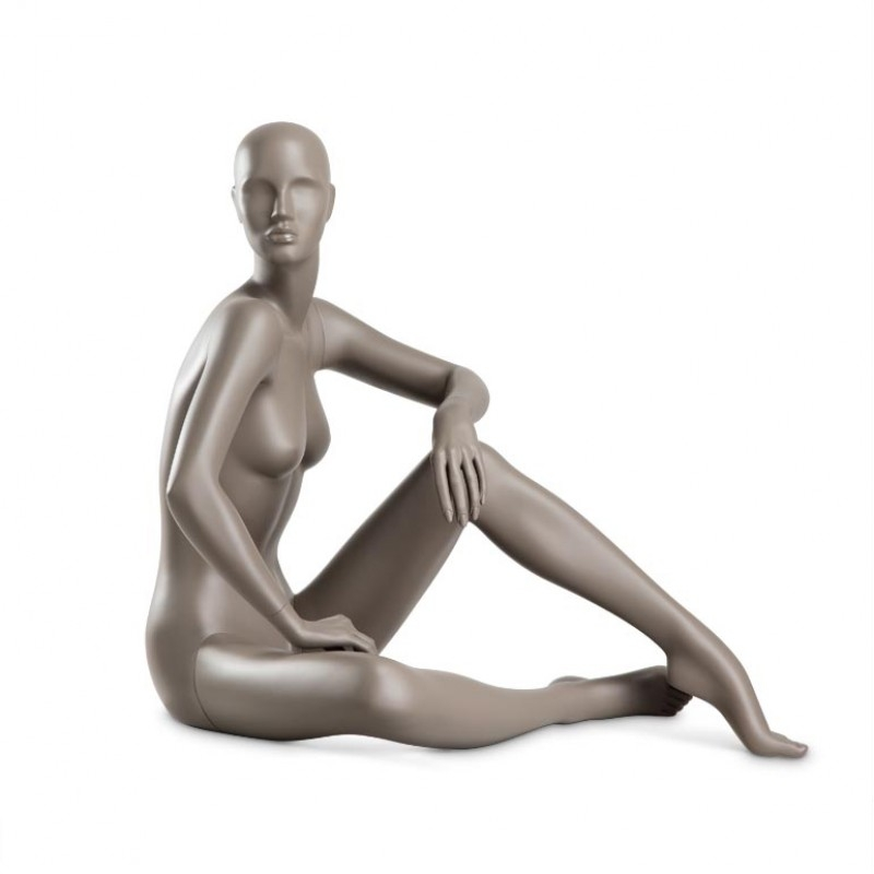 Female mannequin – COY – Hindsgaul – sitting – floor